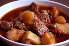 beef stew tastes so good and makes the house smell amazing. Potato Recipes, Meat Recipes, Mexican Food Recipes, Cooking Recipes, Ethnic Recipes, Beef And Potato Stew, Potato Soup, Portuguese Recipes, Portuguese Food