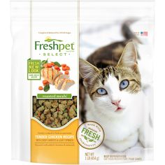 My cat loves #Freshpet select roasted meals, tender bites of fresh chicken. #FreshpetReviews
