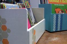 Ces rangements pour livres et revues donnent un côté attrayant à la bibliothèque