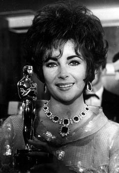 Elizabeth Taylor wearing the BVLGARI emerald and diamond earings and necklace with detatchable pendant.