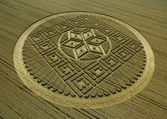Crop circles demystified: how the patterns are created. The most intricate crop circles, which have baffled experts and fuelled rumours of alien visitors, have relied upon careful planning and execution. Crop Circles, Aliens And Ufos, Ancient Aliens, Circle Art, Circle Design, Nazca Lines, Mysterious Places, Alien Art, Land Art