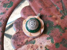 vintage button pendant jewelry necklace by Suddendeersighting, $21.00
