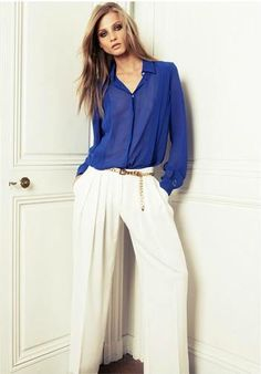 Seguro que alguna prenda en color azul klein se cuela en tu armario este otoño. Camisa de Mango.