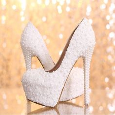 Elegant White Floral Lace Pearls Women Wedding Shoes