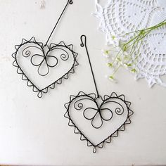 Wire Crafts, Metal Crafts, Jewelry Crafts, Diy Projects To Try, Crafts To Make, Arts And Crafts, Wire Ornaments, Copper Art, Wire Weaving