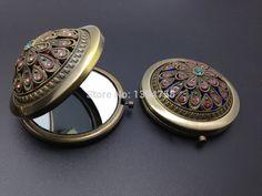 Barato Recorte do Vintage portátil bronze espelho de maquiagem MX007, Compro Qualidade Espelhos de maquiagem diretamente de fornecedores da China:     prestar atenção :    todos esses espelhos têm cor vermelha e azul na parte inferior , em algum momento o  Rhinesto