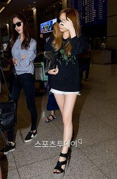 SNSD mệt mỏi rã rời tại sân bay vì lịch trình bận rộn - Kenh14.vn