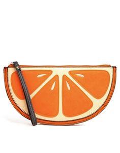 Clutch con diseño de naranja de New Look
