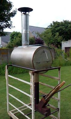 Four à pizza bois : Pizza rocket stove by Tom De Gelder, Belgium. … More Pizza rocket stove by Tom De Gelder, Belgium. Bbq Wood, Wood Oven, Wood Fired Oven, Wood Fired Pizza, Stove Heater, Pellet Stove, Stove Oven, Oven Diy, Diy Pizza Oven