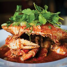 This spicy, tangy, rich Southeast Asian seafood dish may have several elements, but once they all come together it's absolute magic. Crab And Lobster, Fish And Seafood, Crab Recipes, Chili Recipes, Recipies, Snap Pea Salad, Crab Pasta, Crockpot Dessert Recipes, Pastel De Nata