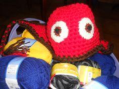 Cappellino Rabbia di Inside out realizzato all'uncinetto color rosso fuoco