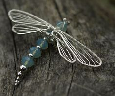 I& thinking of using beads on the body of the wire dragonfly that I already make. (to add some bling) Dragonfly wire wrap Wire Wrapped Jewelry, Metal Jewelry, Pendant Jewelry, Beaded Jewelry, Handmade Jewelry, Wire Crafts, Jewelry Crafts, Jewelry Art, Jewelry Design