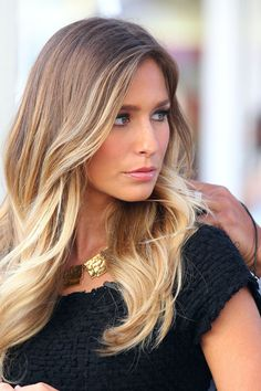 Renee Bargh Gets Ready for 'Extra'