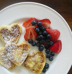 What a beautiful breakfast plate. Great for Valentine's Day, an anniversary, or breakfast in bed!