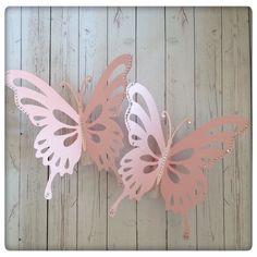 Aos padrinhos confiamos os nossos bens mais preciosos os nossos filhos. Como tal também eles são pessoas que guardamos no coração e merecem um miminho diferente e especial!  #invitation #butterfly #babygirl #baby #baptism #pink #o#glitters