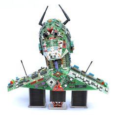 esta escultura está realizada con materiales eléctricos