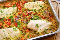 Alt i et fad med kylling, ris, karry og grøntsager via @madensverden Snack Recipes, Snacks, Fried Rice, Lchf, Parmesan, Cucumber, Mashed Potatoes, Recipies, Brunch