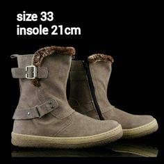 READY STOCK KIDS LEATHER BOOTS KODE : QUARTO BEIGE ize 33 PRICE : Rp.225.000,- AVAILABLE SIZE (insole) : - Size 33 (21cm)  Material : Full Leather (Genuine Leather/Kulit Asli),Sol karet lentur. Ringan dan nyaman sesuai utk anak-anak.  Insole = panjang sol dalam. Ukurlah panjang telapak kaki anak, beri jarak minimal 1,5cm dari insole.  FOR ORDER : SMS/Whatsapp 087777111986 PIN BB 766A6420 Facebook : Mayorishop  #pusatsepatubootsanak #readystock #sisaekspor #originaleuropebrand #exportquality…