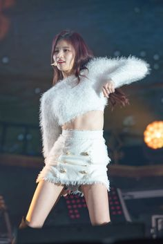 Sana ' s abs very good Stage Outfits, Kpop Outfits, K Pop, South Korean Girls, Korean Girl Groups, Boy Groups, Korean Beauty, Asian Beauty, Sana Momo