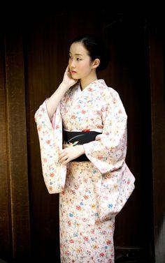 Kyoka without makeup in a light spring kimono