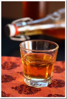 Homemade Grand Marnier: All you need are oranges, Brandy, sugar and water to make your own orange liqueur. Craft Cocktails, Party Drinks, Cocktail Drinks, Alcoholic Drinks, Beverages, Cocktail Recipes, Drink Recipes, Fruity Cocktails, Homemade Alcohol