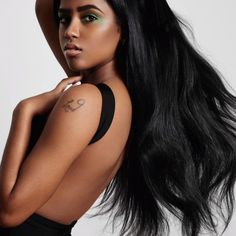 Want to know if our Biotin Shampoo & Conditioner is good for you? Our Biotin For Hair Growth products loves all textures. Indian Hairstyles, Straight Hairstyles, Cool Hairstyles, Cheveux Ternes, Indian Human Hair, Strong Hair, Hair Images, Hair Weft, Hair Growth Products