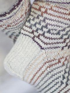 Miehen ruotosukat Novita 7 Veljestä | Novita knits Crochet Socks, Knitting Socks, Hand Knitting, Knit Crochet, Different Stitches, How To Start Knitting, Boot Cuffs, Sock Shoes, Leg Warmers