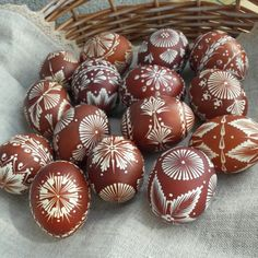 Ako sa rodia pisanky / ala / SAShE.sk Easter In Poland, Sea Glass Decor, Funny Eggs, Easter Tree Decorations, Easter Egg Pattern, Easter Egg Designs, Ukrainian Easter Eggs, Easter Egg Crafts, Easter Traditions