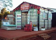 At Puerto Iguazu, near the frontier between Argentina and Brazil, a local family built a house made entirely out of recycled plastic bottles and cartons. Plastic Bottle House, Plastic Bottle Greenhouse, Plastic Bottle Crafts, Plastic Recycling, Plastic Waste, Recycle Plastic Bottles, Plastic Containers, Build A Greenhouse, Greenhouse Ideas