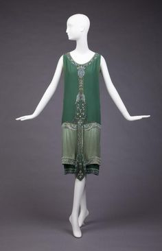 Callot Soeurs, 1925. Love everything about this dress; the colour, the design, the detailing.