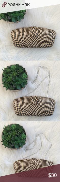 Straw Handbag Black & Tan Super Cute😍 New!! Never worn. Boutique Item w/o tag. Hand Made. Very versatile bag, you can wear like a shoulder bag or clutch. Reasonable offers accepted. No Lowball offers. No Trades. Bags Clutches & Wristlets