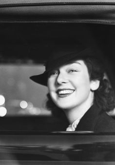 acbatesy: heckyeahclassichollywood: Rosalind Russell, circa. 1930. I have always had a thing for her. The mix of a sharp, witty personality and classic good looks.