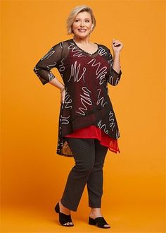 Kledingtips voor de kleine vrouw met maatje meer. Curvy Fashion, Plus Size Fashion, Mode Plus, Mix N Match, Well Dressed, Nice Dresses, Cool Outfits, Stylists, Lifestyle