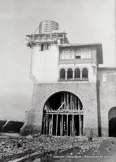 Itsasargi bat eraikitzen Sorospen-etxean / Construcción de un faro en la Estación de Salvamento de Náufragos (Arriluze), marzo de 1936 (ref. 01070)