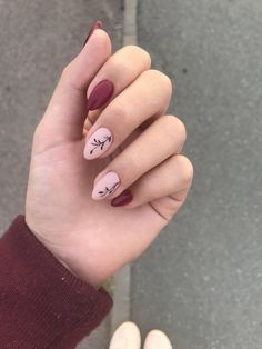 girl in nails by Rita Antunes on We Heart It #fashion #style #hair #skirts #outf Minimalist Nails, Hot Nails, Pink Nails, Glitter Nails, Stylish Nails, Trendy Nails, Nail Art Designs, Red Nail Art, Oval Nail Art