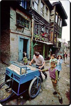 Dondurmacı - 1970   (Ara Güler)