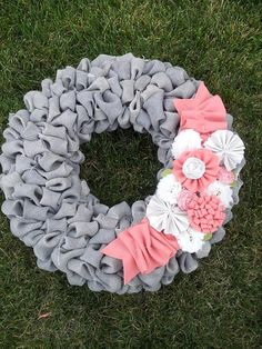 Well, if you're like me and not quite ready to start another week, this super duper easy Burlap Bubble Wreath is going to rock your Monday! This is hands down the EASIEST wreath ever! Burlap Crafts, Wreath Crafts, Diy Wreath, Fun Crafts, Diy And Crafts, Wreath Ideas, Burlap Bubble Wreath, Burlap Wreaths, Fru Fru