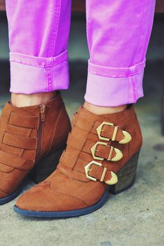 Buckle Up Boots: Light Brown/Gold