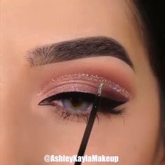 Are you looking for ideas for your Halloween make-up? Browse around this website for creepy Halloween makeup looks. Makeup Eye Looks, Halloween Makeup Looks, Eye Makeup Tips, Makeup Hacks, Cute Makeup, Glam Makeup, Makeup Inspo, Eyeshadow Makeup, Makeup Inspiration