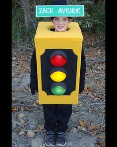 How to Make a Street Light Halloween Costume from a Box #halloween #costume @funcostumes