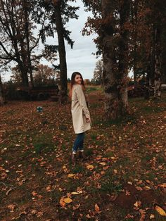 Vsco Photography, Fashion Photography Poses, Autumn Photography, Fall Pics, Fall Pictures, Fall Photos, Autumn Aesthetic, Happy Fall Y'all, Cute Friends
