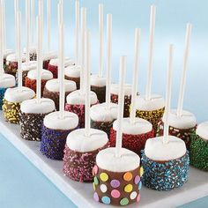 Dazzling Sprinkled Marshmallow Pops : These would make great baby shower desserts or favors! :: Wilton Dazzling Sprinkled Marshmallow Pops : These would make great baby shower desserts or favors! Snacks Für Party, Party Treats, Kid Party Foods, Slumber Party Foods, Party Food Signs, Party Drinks, Bar A Bonbon, Marshmallow Pops, Chocolate Covered Marshmallows