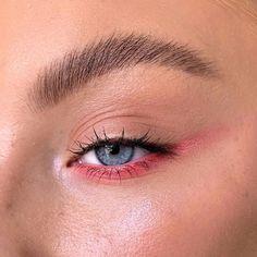 Trendy natural makeup ideas with simple eyeliner Colorful Eye Makeup, Eye Makeup Art, Cute Makeup, Pretty Makeup, Simple Makeup, Skin Makeup, Natural Makeup, Simple Eyeliner, Eyeliner Makeup