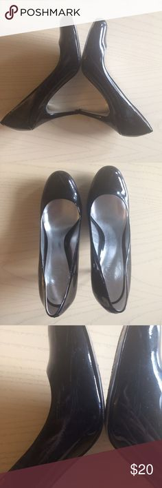 JS Jessica Simpson Black Patent Round Toe Pumps Gorgeous and classic patent black pumps by Jessica Simpson. From her JS line.  Round toe, about 3 inch stiletto style heel and lightly padded lining.  Perfect for work, going out or even a more casual outfit with jeans or a skirt. Fit true to size. Really beautiful. Only worn 3 or 4 times. There is some scuffing on the sides where they rubbed against one another while walking- I tried to show it as best as I could in the pictures. Not…