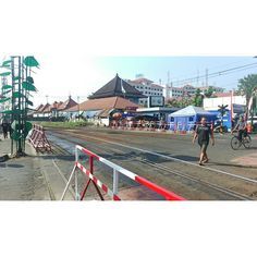 Cross the rail #malioboro #stasiuntugu #railway #indonesia #crossinggates #rsa_theyards #theyards_candid #train_nerds #trains_worldwide #pocket_rail #trb_express #daily_crossing #railways_of_our_world #splendid_transport #tv_transport #ptk_vehicles #great_captures_city #doubletap #like4like by fabzz_ik27