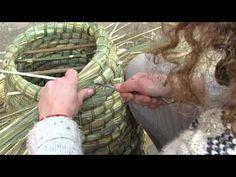 Une ruche écologique fabriquée en paille et en ronce - YouTube
