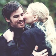 The perfect Kiss Hook Swan Animated GIF for your conversation. Captain Swan Kiss, Captain Hook, Ouat Family Tree, Ouat Snow White, Ouat Season 7, Ouat Characters, Once Upon A Time Funny, Perfect Kiss, Ouat Cast