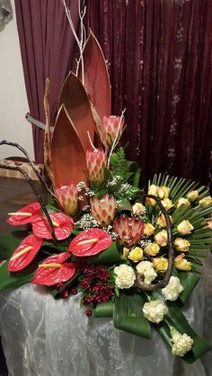 Tropical Wedding Bouquets, Tropical Flower Arrangements, Funeral Flower Arrangements, Flower Bouquet Wedding, Beautiful Rose Flowers, Exotic Flowers, Tropical Flowers, Amazing Flowers, Altar Flowers