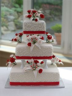 Most of red and white wedding cakes decorated with red roses, Rose petals, red ribbons, or berries. Get best ideas for red and white wedding cakes here! Vegan Wedding Cake, Square Wedding Cakes, Themed Wedding Cakes, White Wedding Cakes, Unique Wedding Cakes, Wedding Cakes With Flowers, White Wedding Flowers, Beautiful Wedding Cakes, Gorgeous Cakes