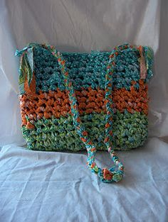 When i get my sewing machine ... ( and more space) i'd like to try this!  Lustro di Ana. Crochet bag Anthro knockoff.